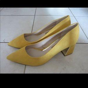 Zara yellow faux suede point heels size 10 US